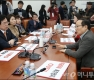 자유한국당 초선, 홍영표 항의방문
