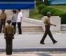 참전국 대표단 관찰하는 북한병사들