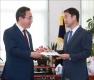 한병도, '국민투표법 개정 촉구' 文 대통령 서한 전달