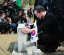 이낙연 총리, 4.19 열사 묘소 참배