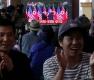 손잡은 북미, 환호하는 시민들