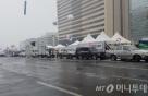 눈바람에도 '촛불' 시민들 속속 광화문 광장에 발길