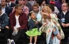 비욘세 가족, 'NBA 올스타전' 관람…화려한 로브 어디 제품?