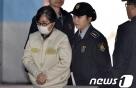 최순실 16일만에 특검 재출석…'은닉재산' 질문에 침묵(종합)