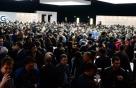 붐비는 LG전자 차기 스마트폰 'G6' 공개행사장
