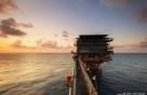 국제유가, OPEC 회원국 증산 소식에 2% 급락