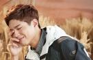 박보검에게 가을이란?…갈대밭 속 '아웃도어'