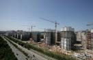 '부동산 추가규제·SOC예산삭감·주가하락' 건설업계 3중고