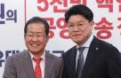 """한국당, """"640만달러 수수"""" 盧 전대통령 일가 검찰 고발"""