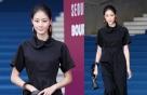 '서울패션위크' 이현이, 시크한 블랙 룩에 포인트는 '이것'