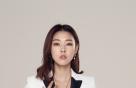 한혜진, 화이트 슈트 패션…포인트는 '주얼리'