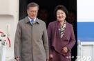 文 대통령, 베이징行 출국..취임후 첫 방중 국빈방문