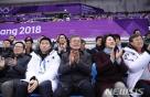 김정숙 여사, 이번엔 영화다…장애인 아이스하키 다큐 관람
