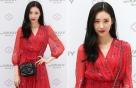 선미의 '빨간 맛' 패션…흑발에 레드 립까지 '강렬'