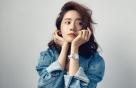 윤아의 데님 패션, 청초한 화장+늘씬한 각선미 '눈길'