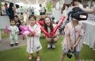 '실감 야구중계 즐기는 어린이 환자들' SKT, 찾아가는 야구장 설치