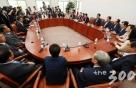 한국당 '당 수습' 놓고 친박vs비박 양상…내부에선 우려 목소리