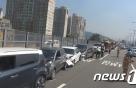 서울 내부순환로서 차량 6중 추돌…6명 병원 이송