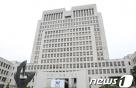 '손배약속 이행하라' 현수막 뗀 호텔체인 前대표 무죄 확정
