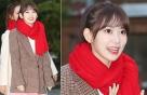 아이즈원 사쿠라, 출근길 패션…빨간 머플러가 '포인트'
