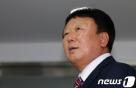 '선동열 사퇴'... 안팎에서 몰아붙인 총재와 국회의원