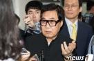 """조영남, 또다른 '그림 대작'도 1심 '무죄'…""""증거부족"""""""