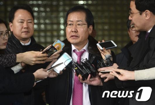[사진]항소심 무죄 소감 밝히는 홍준표