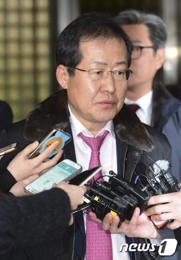 [사진]'항소심 무죄' 소감 밝히는 홍준표 지사