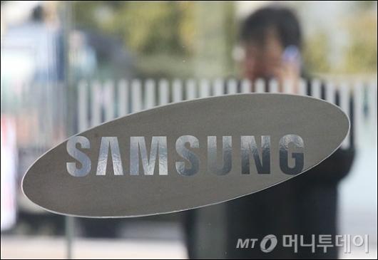 [사진]총수 첫 구속...최대 위기 맞은 삼성