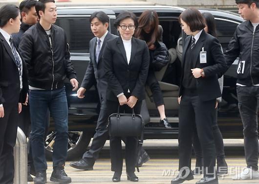 [사진]법원 출석하는 서미경 씨