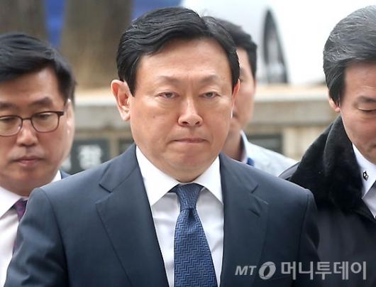 [사진]입 다문 신동빈 회장