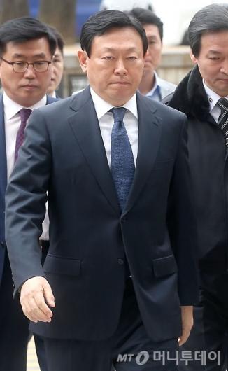 [사진]신동빈 회장, 법원 출석