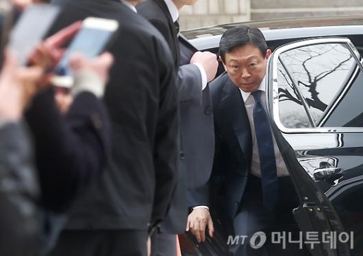 [사진]법원 출두하는 신동빈 회장