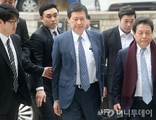 [사진]재판 출석하는 신동주 회장