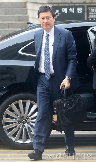 [사진]첫 재판 출석하는 신동주 회장