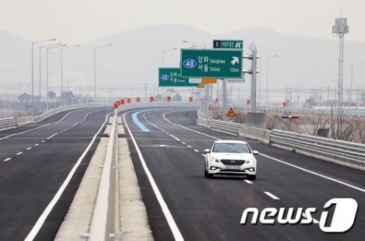 [사진]'서김포 통진' 시원하게 달리는 차량