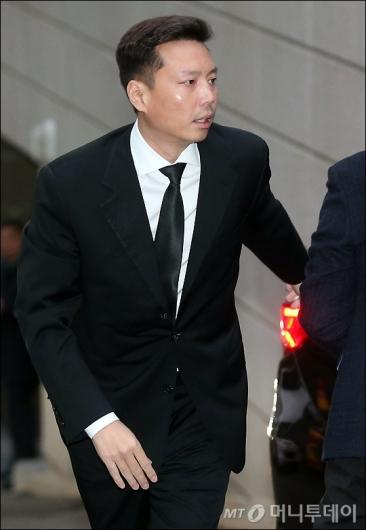 [사진]아산 16주기 제사 참석하는 정대선 사장