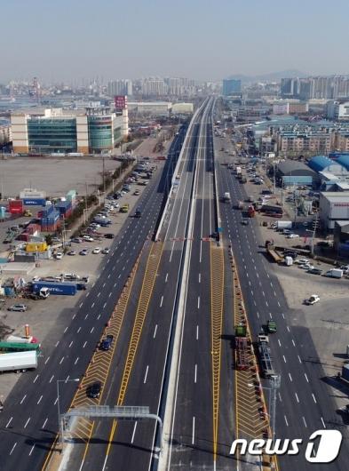 [사진]쭉 뻗은 인천김포고속도로