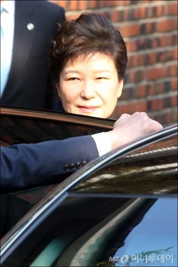 [사진]9일만에 자택 나서는 박근혜 전 대통령
