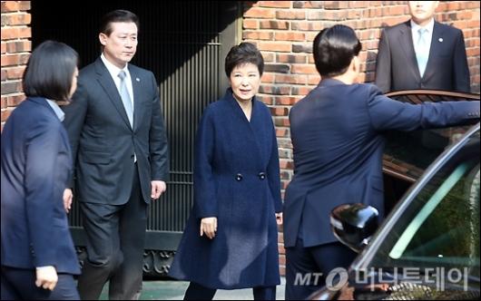 [사진]검찰로 출발하는 박근혜 전 대통령