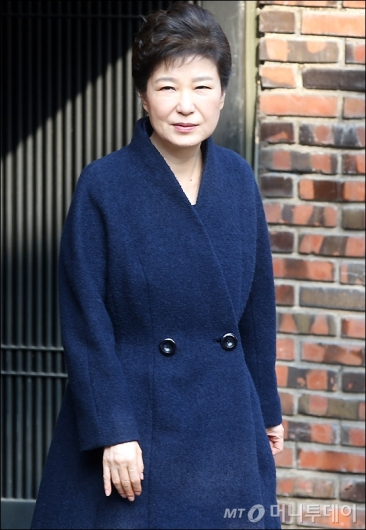 [사진]박근혜 전 대통령, 검찰로 출발
