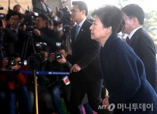 [사진]검찰 출석하는 박 전 대통령