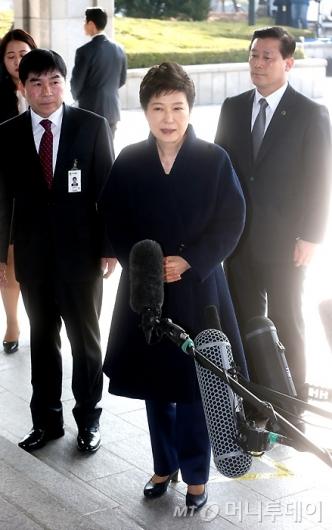 """[사진]박근혜 전 대통령, """"국민께 송구"""""""