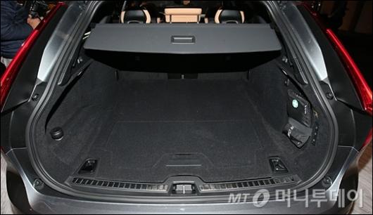 [사진]더 뉴 볼보 크로스 컨트리, '넓은 트렁크'