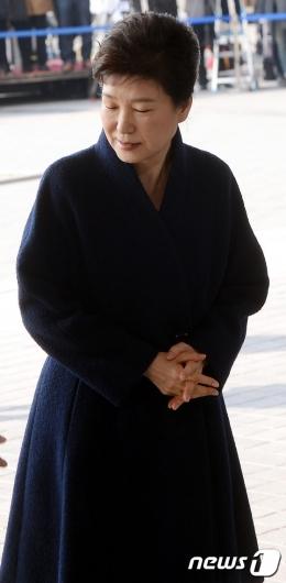 [사진]9일 만에 모습 드러낸 박근혜 전 대통령