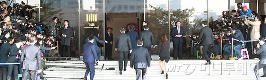 [사진]박 전 대통령 뒷모습