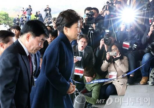 [사진]박근혜 전 대통령 소환에 쏠린 관심