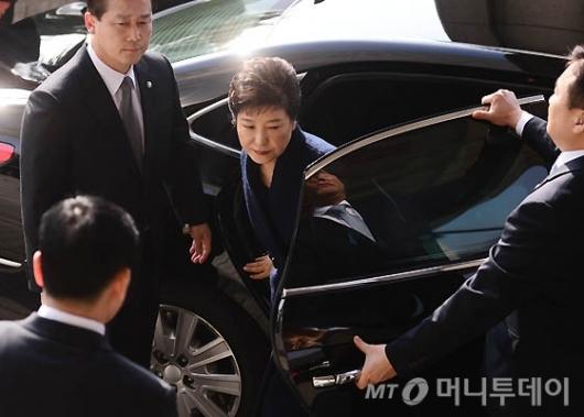 [사진]서울지검 도착한 박 전 대통령