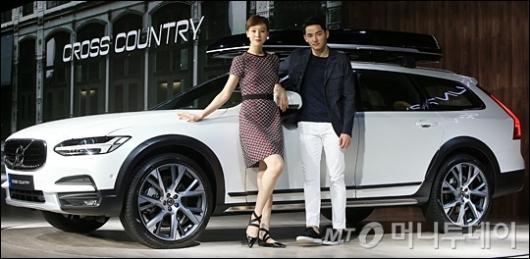 [사진]세단-SUV 장점 결합한 '더 뉴 볼보 크로스 컨트리'
