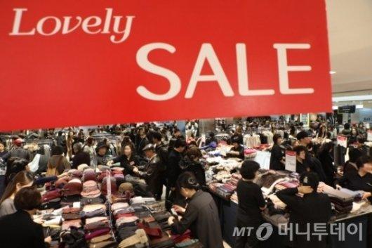 백화점 30일부터 '봄세일'… 최대 할인 품목은?